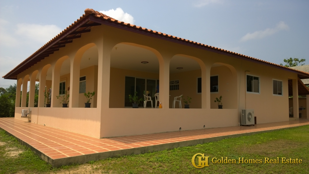 House with Huge land for Sale in East Pattaya. Golden Homes Pattaya   Property and Real Estate sales and rental